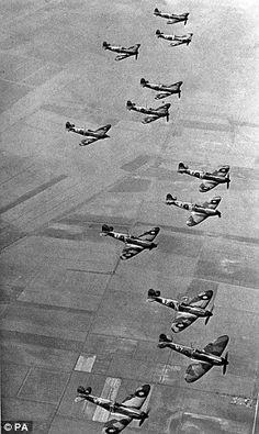 ♥♥ City of Oxford Squadron flies again: Amateurs build twelve whole Spitfires
