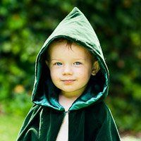 How to Make an Awesome Hooded Cloak - Finding Storybook Land No Sew Cape, Diy Cape, Kids Cape Pattern, Cape With Hood Pattern, Sewing For Kids, Baby Sewing, Hooded Cloak Pattern, Capes For Kids, Dress Up Boxes