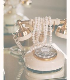 Image about pink in vintage 💐 by teiren on We Heart It - grafika vintage, pearls, and phone -