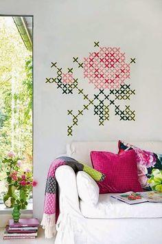 Achei várias ideias no pinterest para te inspirar a fazer arte com bordado em paredes, móveis, quadrinhos. Se não souber bordar, não tem pro...