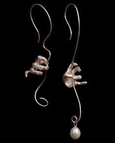 """Dropped a pearl!"" earrings. Silver, gold, freshwater pearl. Chara Bet / Серьги ""Упавшая жемчужина!"". Серебро, золото, речной жемчуг. Чара Бет / #pogremuhi #earrings #silver #gold #pearl #hand #серебро #золото #жемчуг #серьги #jewellery #jewelrygram #jewelry #jewelrydesign #jewelrydesigner #contemporary #contemporaryjewelry #украшения #руки"