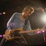 """Bruce Springsteen and the E Street Band Pay Tribute to Glenn Frey With """"Take It Easy"""" Cover 