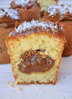 Coconut muffins and dulce de leche - Recetas - Sweet Recipes, Cake Recipes, Snack Recipes, Dessert Recipes, Snacks, Food Cakes, Cupcake Cakes, Pan Dulce, Muffins Blueberry