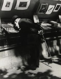 Photo by Brassaï: Professor Louis Dimier, member of the Institute, on the bank of the Seine: Paris, History Of Photography, Book Photography, Portraits Victoriens, People Reading, Book People, Brassai, Berenice Abbott, How To Read People, Moving To Paris
