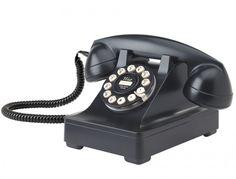 Serie 302 Retro Phone.  Ouderwetse vaste telefoon.    Nostalgisch is deze telefoon te noemen. Naar het oude bakaliete model.  Helemaal terug en van deze tijd. Voorzien van druktoetsen. De ringer is in 2 standen te verstellen. Luid en luider. Voorzien van redial. Zo aan te sluiten op uw bestaande vaste telefoonlijn. Een eyecatcher, lekker vintage met deze telefoon in nieuw retro design.