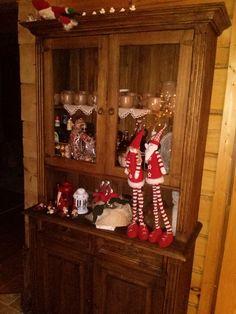 Rustykalny kredens z litej sosny w świątecznej aranżacji #rustykalne #drewniane #annaczerwinska #dekoracje #święta