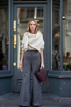 Street Style Aesthetic - It's not just the clothes - it's the people who wear them. Curvy Street Style, Street Style Blog, Street Style Women, Chic Outfits, Spring Outfits, Curvy Fashion, Womens Fashion, Vogue, Pinterest Fashion