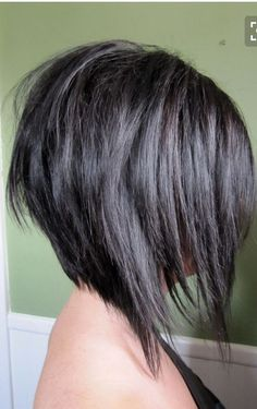 Short Angled Bob With Layers bob frisuren Angled Bob Hairstyles, Straight Hairstyles, Edgy Haircuts, Inverted Bob Hairstyles, Hairstyles 2018, Easy Hairstyles, Short Angled Bobs, Layered Inverted Bob, Angled Bob With Layers
