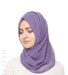 The INAYAH dusty lavendel georgette hijab! The super soft fabric allows to create various long lasting styles! Perfect in combination with one of our INAYAH basic dresses!   Der INAYAH dusty lavendel Hijab, der weiche Stoff ermöglicht verschiedene Styles die lange halten! Perfekt in Kombination mit einem unsere Kleider oder Abayat!  www.nismashop.de #Hijabfashion #chichijab #heretwoinspire #modest #hijab #kopftuch #nismashop