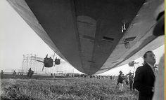 O Hindenburg em Santa Cruz, 1936. Ao fundo, o hangar em construção