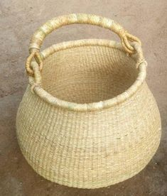 Handwoven basket decor/plain baskets designs/storage in style//baskets Africa/Tribal basket/Handcrafted basket/woven basket/ African Necklace, African Jewelry, Basket Weaving, Hand Weaving, Woven Baskets, Winter Bedroom Decor, Handmade Market, Market Baskets, Basket Decoration