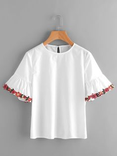 SheIn offers Embroidered Flower Trim Trumpet Sleeve Top & more to fit your fashionable needs. Classy Outfits, Girl Outfits, Casual Outfits, Cute Outfits, Fashion Outfits, Women's Casual, Blouse Styles, Blouse Designs, Diy Clothes