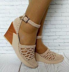 cute and casual shoes Crochet Sandals, Crochet Boots, Crochet Slippers, Crochet Clothes, Make Your Own Shoes, How To Make Shoes, Crochet Shoes Pattern, Shoe Pattern, Crochet Converse