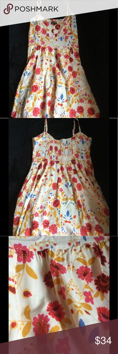 EXPRESS Dress Happy Spring, Happy Summer! Worn once for Florida Derby. Stay cool in this little hot number! Spaghetti strap dress with side pockets has a beautiful flower pattern of reds, pinks, orange-yellow, cornflower blue with cream background! 100% rayon, hand wash cold. Will accept offer. Express Dresses Mini