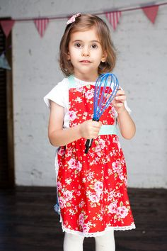 Cute Kids Aprons, Child Apron, Birthday Party Aprons, Mother Daughter Aprons, Red Floral Kitchen Pinny, Children Aprons, Mommy and Me aprons