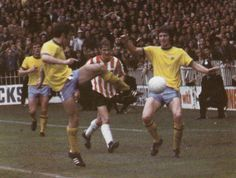 Sheffield Utd 0 West Brom 0 in Aug 1971 at Bramall Lane. Stewart Scullion is out-numbered #Div1