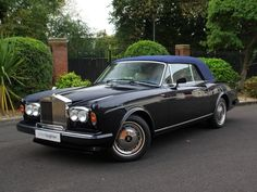 Looking for the Rolls-Royce of your dreams? There are currently 143 Rolls-Royce cars as well as thousands of other iconic classic and collectors cars for sale on Classic Driver. Rolls Royce Black, Classic Rolls Royce, Vintage Rolls Royce, Bentley Rolls Royce, Rolls Royce Cars, Classic Cars British, Old Classic Cars, British Car, Retro Cars