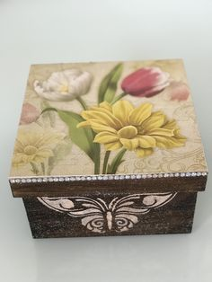 Cigar Box Crafts, Decoupage Tutorial, Vintage Outfits, Painted Furniture, Stencils, Decorative Boxes, Projects To Try, Basket, Homemade