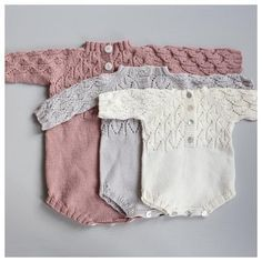 Knitting Patterns Modern Knitting pattern in Norwegian on PDF. Knitting pattern on PDF file. Recipe for Faunadrakt for small .Love these beautiful and whimsical little knitted rompers. Knitted Baby Clothes, Knitted Romper, Baby Kids Clothes, Knitted Dolls, Baby Knitting Patterns, Knitting For Kids, Stitch Patterns, Baby Barn, Diy Bebe