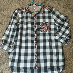 Gorgeous plaid button up Bought online through zulily but didn't fit. Runs more like a extra large or even as large Maurices Tops Button Down Shirts