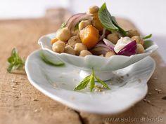 Warmer Kürbissalat - smarter - mit Kichererbsen und Joghurt. Kalorien: 359 Kcal | Zeit: 80 min. #recipes #fall