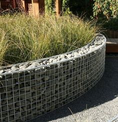 Curved gabion raised bed
