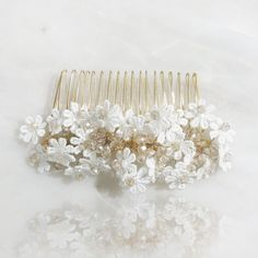 Vintage Hair Style Using Hair Combs + Luxury Hair Clips The best luxury accessories all in one place. Visit our site now to see stunning flower girl jewelry, luxury headbands, and more! Flower Girl Jewelry, Hair Garland, Luxury Flowers, Flower Girl Hairstyles, Hair Slide, Luxury Hair, Vintage Hairstyles, Bridal Hair, Headbands