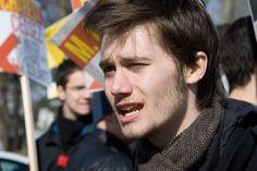 Léo Bureau-Blouin est un ex-leader étudiant et une personnalité politique québécoise. Le 13 septembre 2012 il devient  le plus jeune député de l'histoire de l'Assemblée nationale du Québec à l'âge de 20 ans, 8 mois et 18 jours.