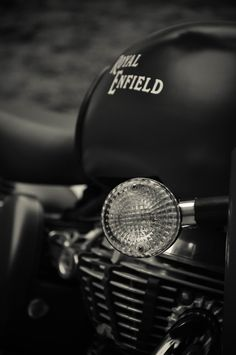 The Royal Enfield Classic indian muscle bike Enfield Bike, Enfield Motorcycle, Motorcycle Style, Monster Motorcycle, Women Motorcycle, Ducati Monster, Motorcycle Helmets, Royal Enfield Classic 350cc, Enfield Thunderbird