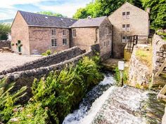 The Malthouse | Cromford | Upperwood | Peak District | Self Catering Holiday Cottage This one looks good, but also appears to be booked up a long time in advance.