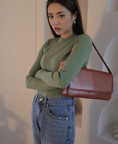 WELL-FITTED JEANS A good fitted jeans are more then a necessity. And you could definitely find perfect ones for you on Takutea. Korean Outfits, Mode Outfits, Fall Outfits, Casual Outfits, Fashion Outfits, Fashion Trends, Grunge Outfits, Korean Street Fashion, Asian Fashion