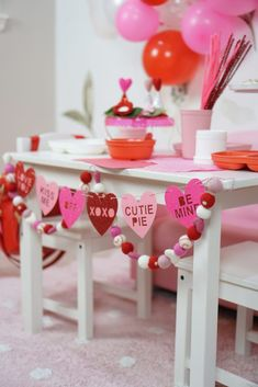 The perfect Valentine's Day party for toddlers #valentinesday #valentines