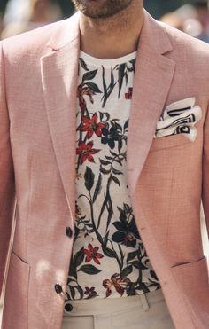 Men's Pink Linen Blazer, White Floral Crew-neck T-shirt, Beige Linen Dress Pants, White and Black Print Pocket Square Style Outfits, Trendy Outfits, Fashion Moda, Look Fashion, Fashion Photo, Der Gentleman, Moda Blog, Linen Blazer, Pink Blazer Men