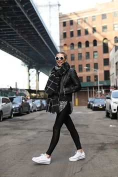 32 Charming Fall Street Style Outfits Inspiration to Make You Look Cool this Season Style Style 20 Fall Outfits Ideas for Women Casual Comfy and Simple European Street Style, Italian Street Style, Nyc Street Style, Rihanna Street Style, Street Style Outfits, Model Street Style, Street Style Women, French Street, York Street