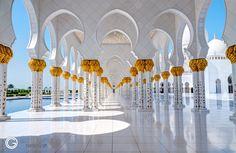 Sheikh Zayed Grand Mosque, Abu dhabi http://orestegaspari.com/gallery/around-the-world/