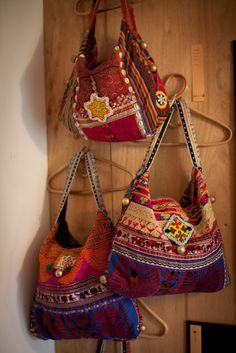 Hoe stel je een boho outfit samen, Outfits - Page 41 of 289 - Hippie Bags, Boho Bags, Hippie Style, Boho Style, My Bags, Purses And Bags, Ethnic Bag, Carpet Bag, Handmade Purses