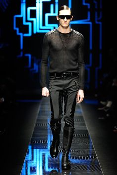 Versace Fall 2010 Menswear Collection Slideshow on Style.com