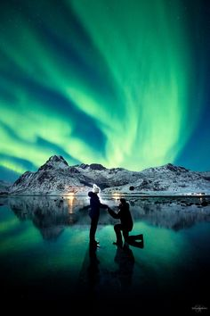 Photographer Proposed To His Girlfriend Under The Northern Lights And The Photos Are Breathtaking | Bored Panda