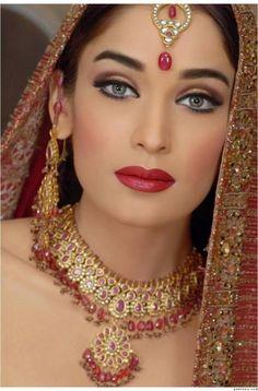 Pakistani bridal makeup make up indian beauty 32 ideas Pakistani Bridal Makeup, Bridal Eye Makeup, Wedding Makeup Looks, Bride Makeup, Party Makeup, Pakistani Hair, Pakistani Actress, Bridal Beauty, Pakistani Dresses