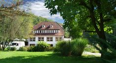 Kulinarium an der Glems Stuttgart Enjoying a peaceful, green location near the Bärensee lake in Stuttgart-Büsnau, this family-friendly hotel on the western outskirts of Stuttgart features a country-style restaurant and a children's playground.