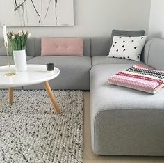 Love this beautiful grey and pink living room ♡ Home Design Decor, House Design, Home Decor, Interior Design Portfolios, Design Interior, Living Area, Living Rooms, Bathroom Wall Decor, Scandinavian Home