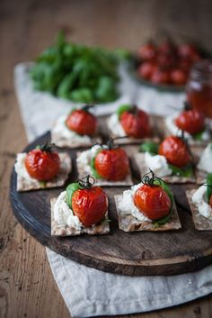 Chèvre Cream with Roasted Cherry Tomatoes, Basil & Gran Shot Syrup Tapas, I Love Food, Good Food, Yummy Food, Kitchen Gourmet, Raw Vegan Cake, Roasted Cherry Tomatoes, Snacks Für Party, Appetisers