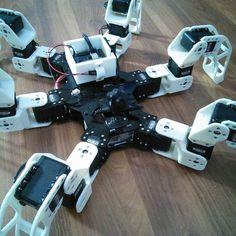 my hexapod robot بناء روبوت سداسي الارجل بالطابعة 3D by fahadalawi1