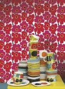 Üppige Blumen: Tapete Pieni Unikko von Marimekko Marimekko, Retro, Kids Rugs, Blog, Home Decor, Bold Colors, Kids Wallpaper, Beautiful Patterns, Minimalist Design