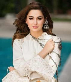 """To be beautiful means to be yourself. You don't need to be accepted by others. You need to accept yourself. Mahira Khan Dresses, Hania Amir, Girls Dp Stylish, Beauty Full Girl, Pakistani Actress, Crazy Girls, Girls Dpz, Celebs, Celebrities"