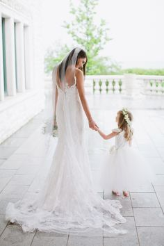 Adore this photo of the bride and her flower girl. Photography: Kina Wicks | Wedding Dress: Brides by Liza
