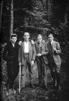 Friends, by August Sander, c. 1920s.