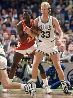Larry Bird vs Dominique Wilkins from SI 1986 Larry Bird, Nba Players, Basketball Players, Basketball Court, Sports Illustrated Nba, 2000 Nba Finals, Dominique Wilkins, Coach Of The Year, Muscle