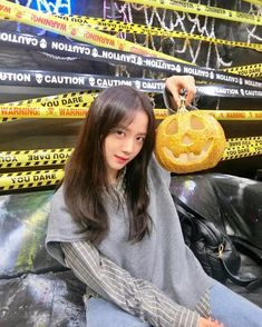 Find images and videos about kpop, rose and blackpink on We Heart It - the app to get lost in what you love. Blackpink Jisoo, Yg Entertainment, South Korean Girls, Korean Girl Groups, Black Pink ジス, Pinterest Instagram, Blackpink Members, Blackpink Photos, Halloween Photos