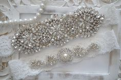 This beautiful Wedding Garter Set is made with fine off-white stretch lace. The jewel is made with numerous high quality glass crystals and pearls.